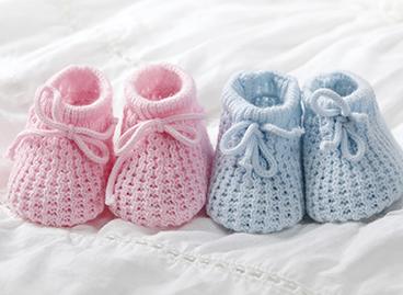 Patucos de bebé. Obstetricia de la Clínica Dalmases